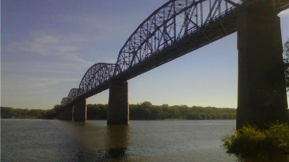 Champ Clark Bridge in Louisiana, MO closed Monday morning | KHQA