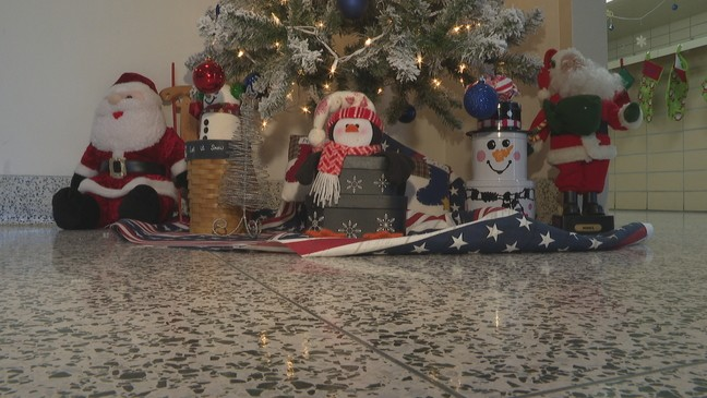 Community rallies together to donate Christmas decorations to Illinois Veterans Home